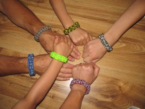 How to Make a Paracord Bracelet from Food Storage & Survival